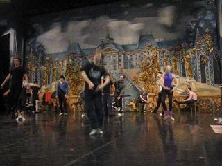 Урок классической хореографии,прыжок Assemble (перевод с французкого — собирать)